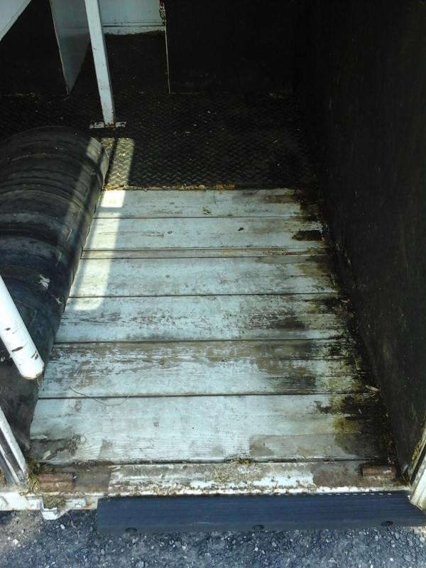 2002 Bee Trailers 2H Straight Load BP Horse Trailer
