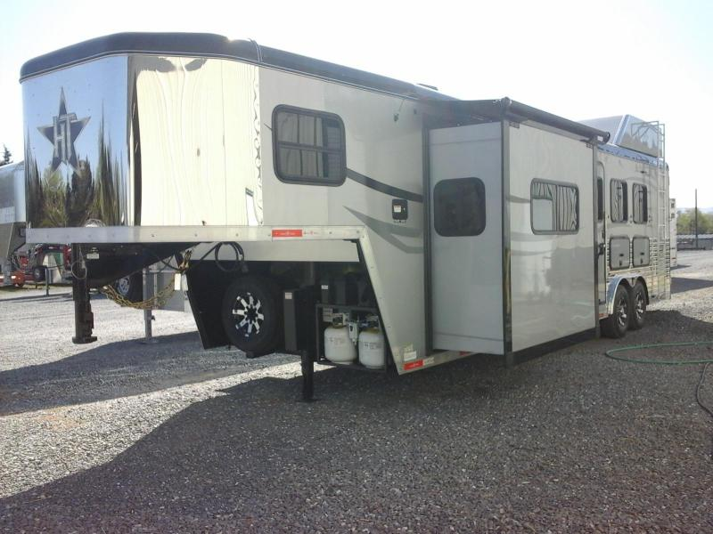 2016 Hoosier Bandit Outlaw LQ 3H Horse Trailer in Ashburn, VA