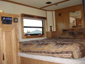 2007 Sundowner Trailers 3H 727 SL 6911 LQ w/Slide Horse Trailer