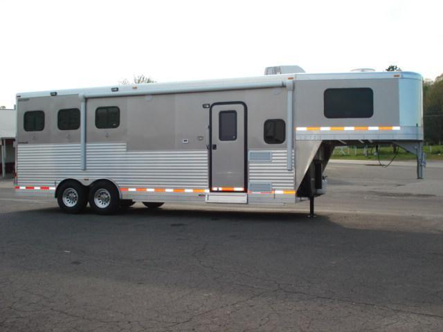 2012 Shetron Manufacturing LLC 3H LQ Horse Trailer in Ashburn, VA