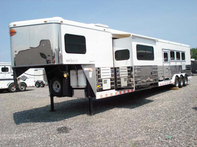 2010 Sundowner Trailers 4H LQ w/Bunkhouse Slide Horse Trailer in Ashburn, VA