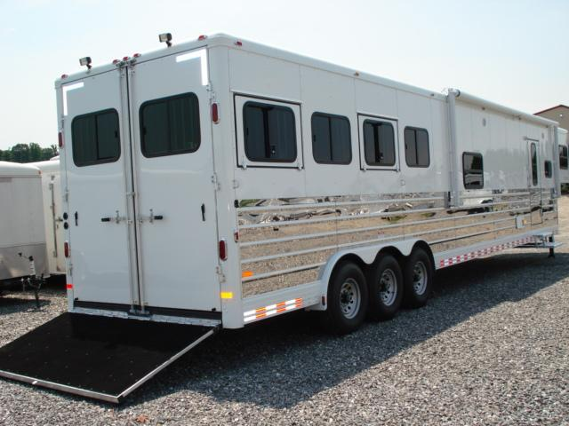 2010 Sundowner Trailers 4H LQ w/Bunkhouse Slide Horse Trailer