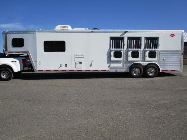 2005 Hart 3H LQ Horse Trailer in Ashburn, VA