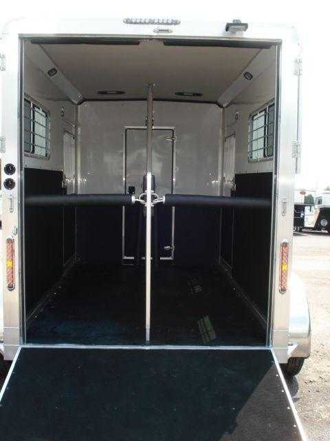 2009 Shadow Trailers 2h Straight W Dress Horse Trailer