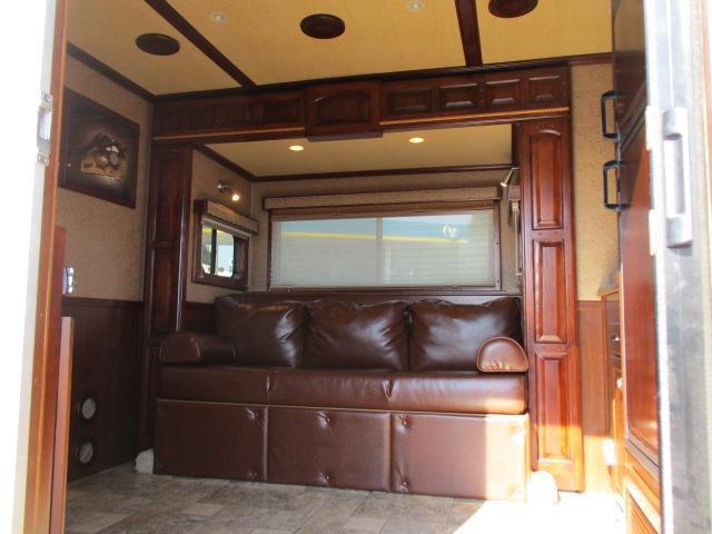 2009 Sundowner Trailers 3H 8013 LQ w/Slide Horse Trailer