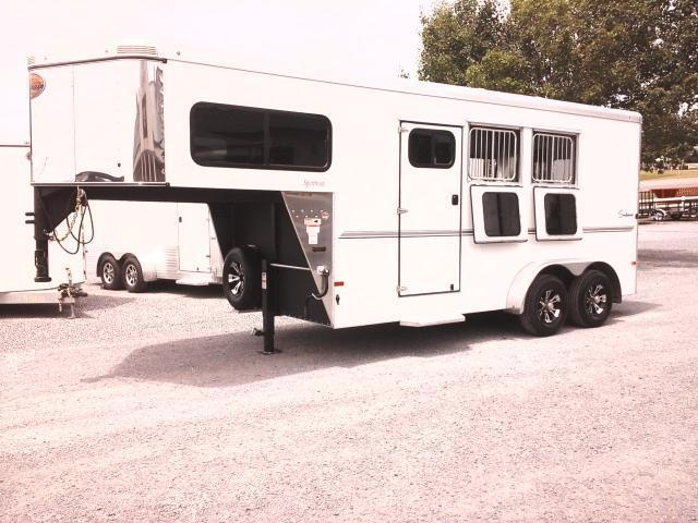 2016 Sundowner Sportsman Horse Trailer in Ashburn, VA