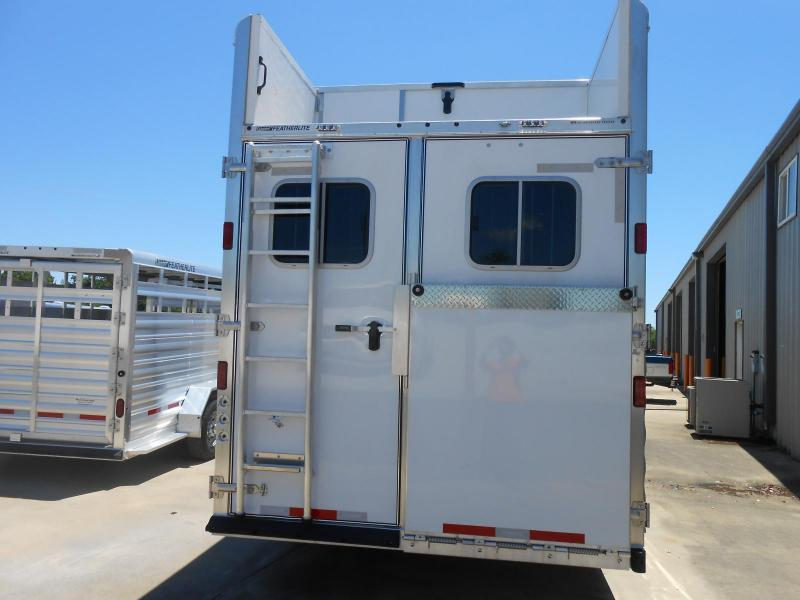2017 Featherlite 8582-4H0C Horse Trailer