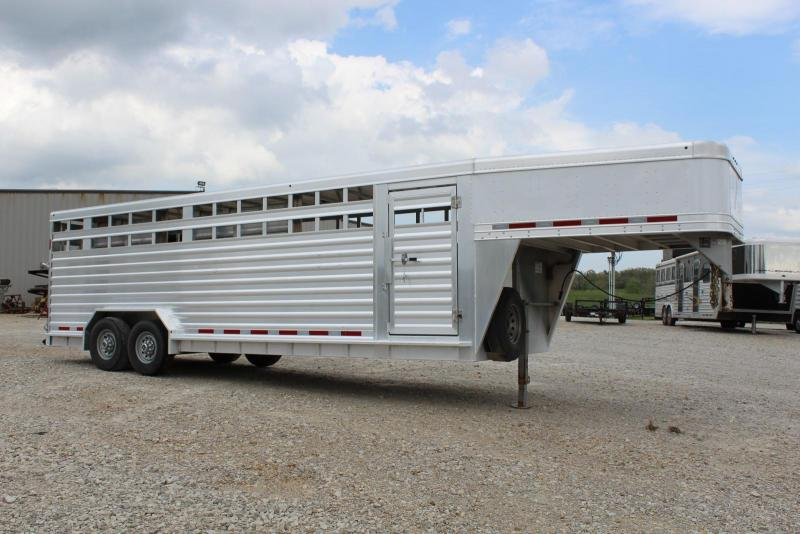 2016 Featherlite 8127-7624 Livestock Trailer in Ashburn, VA