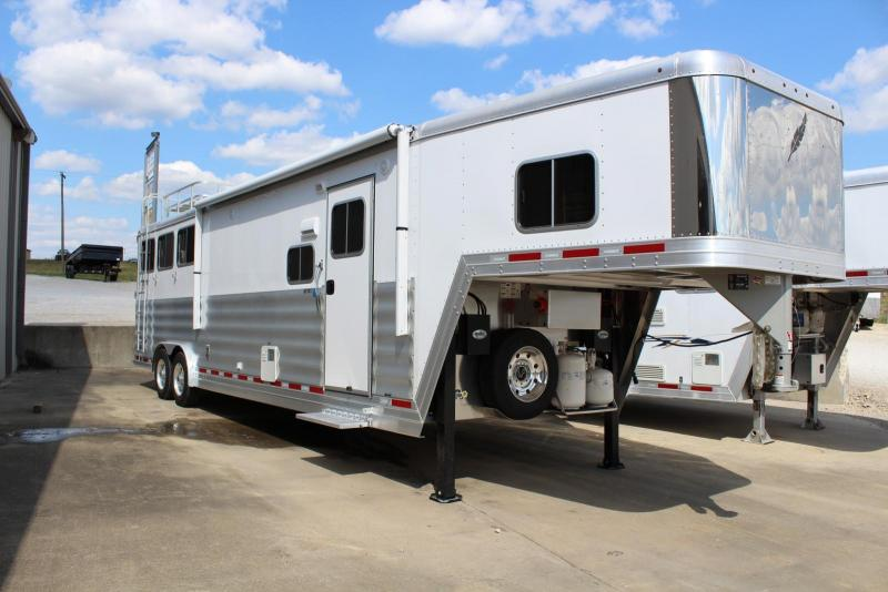 2017 Featherlite Horse Trailer in Ashburn, VA