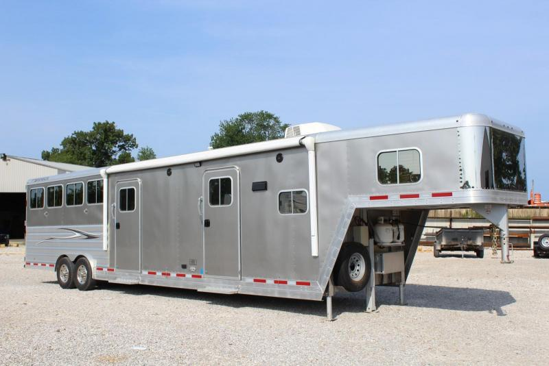2012 Featherlite 4 w/11' LQ and 4' Mid Tack Horse Trailer in Ashburn, VA