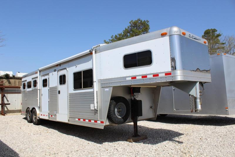 2005 C and C Trailers Horse Trailer