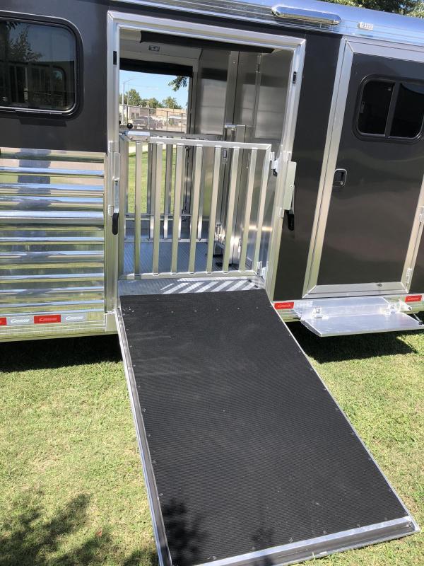 2020 Cimarron Trailers Showstar 25'X8' Livestock Trailer