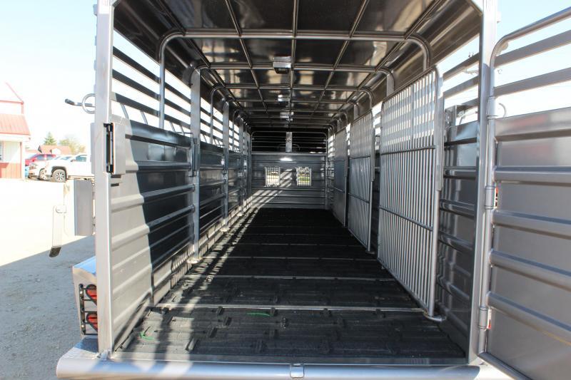 2018 GR Trailers 6.8x32 gooseneck Livestock Trailer