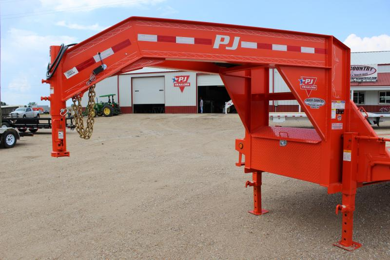 2019 PJ Trailers LY 34' Hydraulic Dovetail gooseneck Flatbed