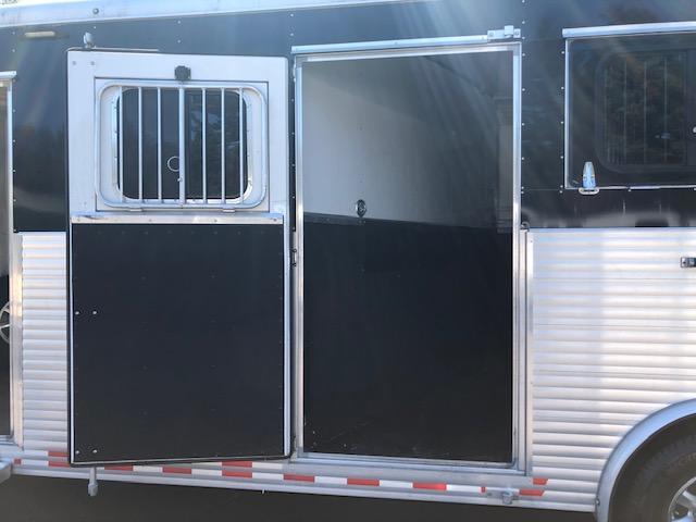 2016 Sundowner 26' 3 Horse Slant Bumper Pull