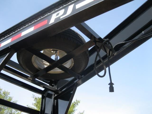 2014 Pj 30 Ft. Gn Flatdeck With Hydraulic Dove