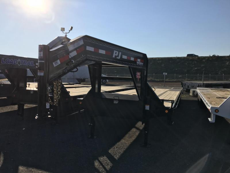 2018 PJ Trailers Low-Pro with Hydraulic Dove (LY) Trailer