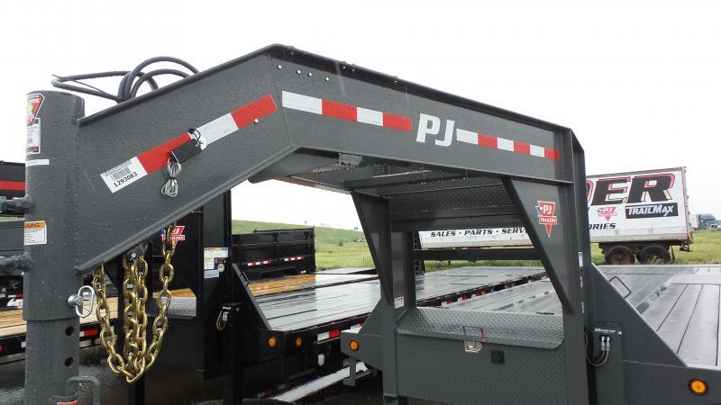 2019 PJ Trailers 34' Low-Pro w/Hydraulic Dove