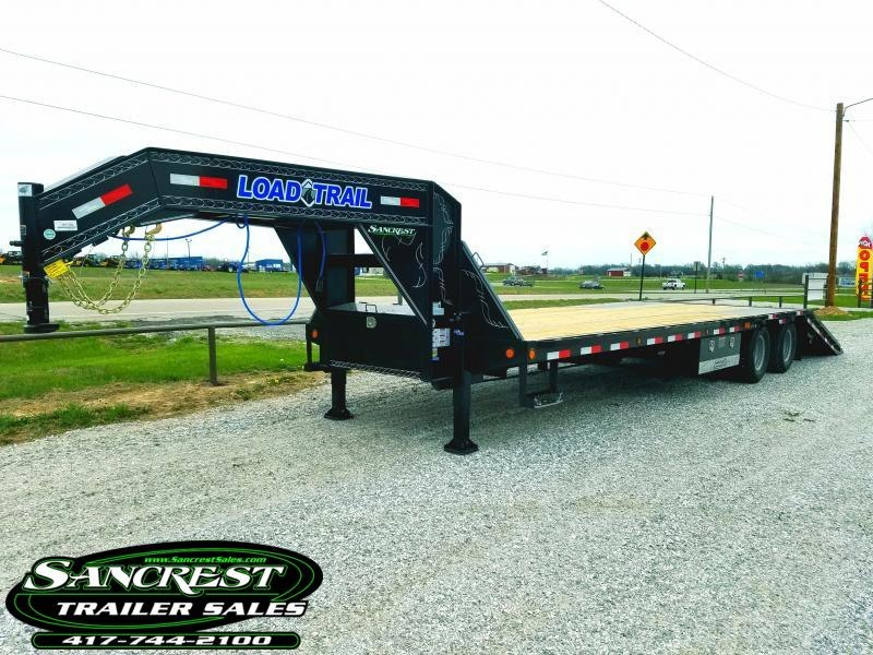 "2018 Load Trail 102"" x 32' Tandem Low-Pro Gooseneck w/Hyd. Dove & Disc Brakes"