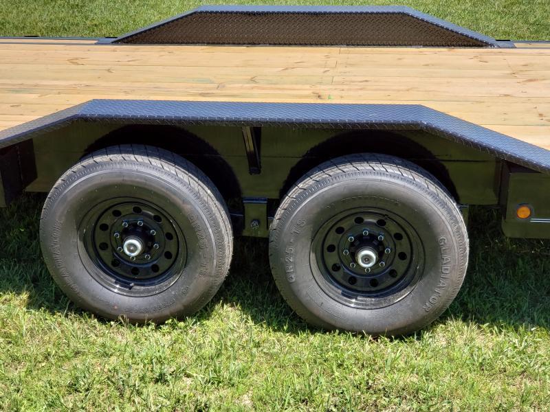 """2018 Load Trail 102"""" x 24' Tandem Gooseneck Carhauler"""