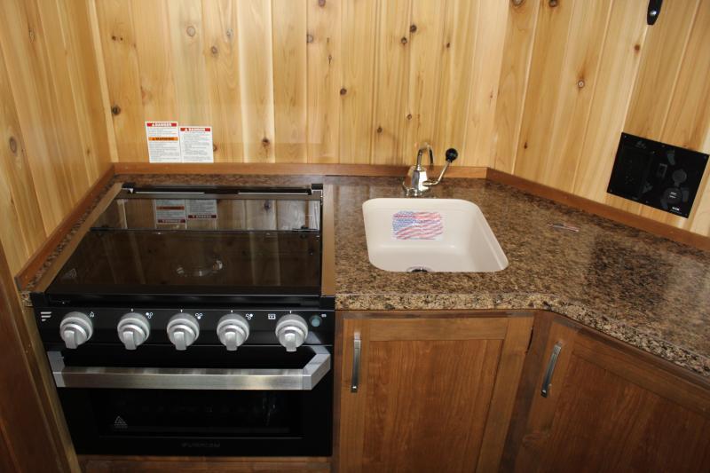 2020 Yetti Angler A816-PK Fish House