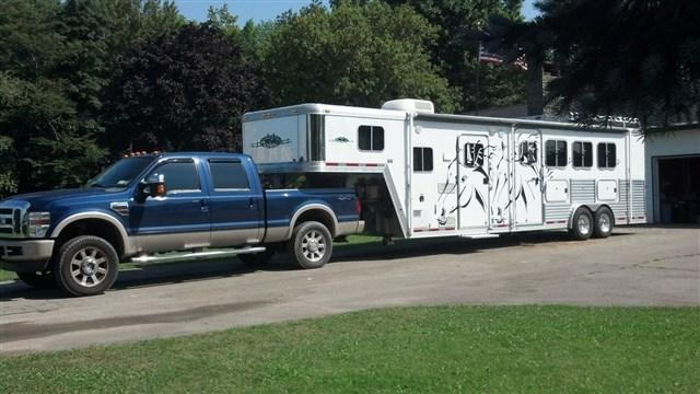2005 Featherlite 8581 Horse Trailer