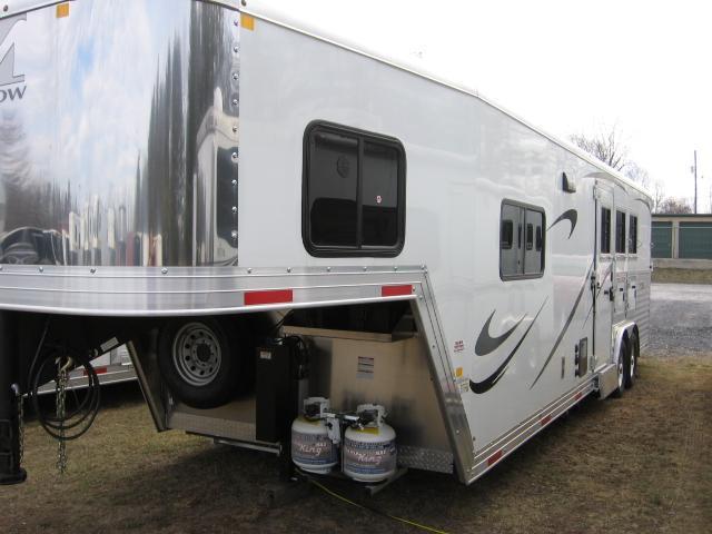 2019 Merhow Trailers Merhos 8311 RWS Horse Trailer