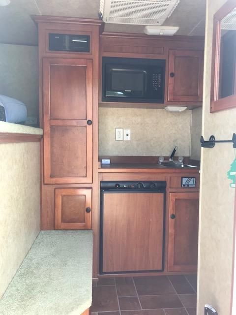2007 Exiss Trailers ES 305S Horse Trailer
