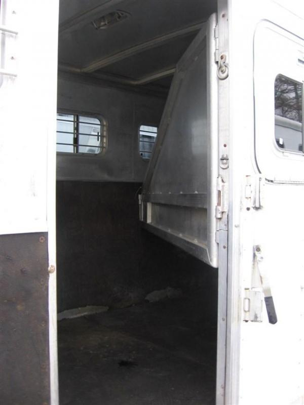 2000 Exiss Trailers SS400 Horse Trailer - PRICE REDUCED