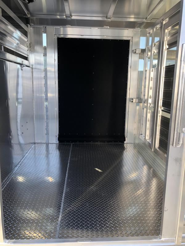 2019 Elite Trailers 8x24 Show Cattle Livestock Trailer