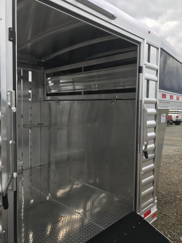 2019 Elite Trailers 24x8 Show Cattle Trailer