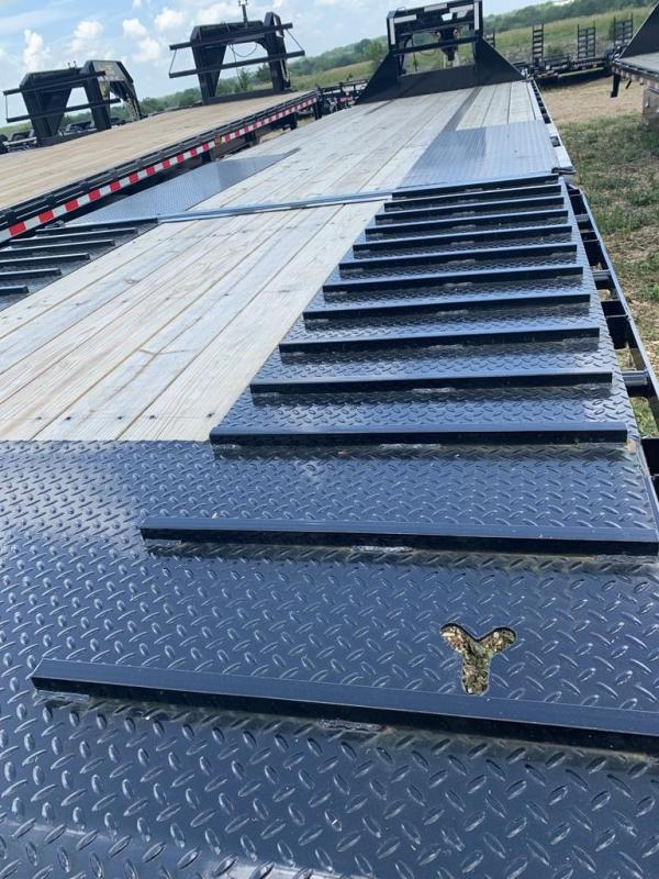 2019 Iron Bull 102X34 LOW PRO GOOSENECK W/ HYDRAULIC DOVE Equipment Trailer