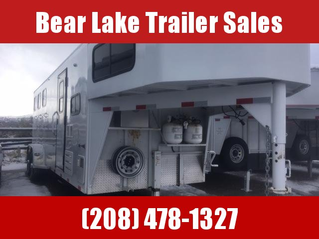 2009 Titan 3H Living quarter Horse Trailer