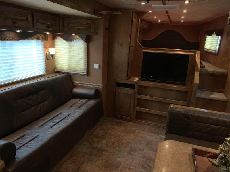 2011 Platinum Coach 4H PC Load LQ Horse Trailer