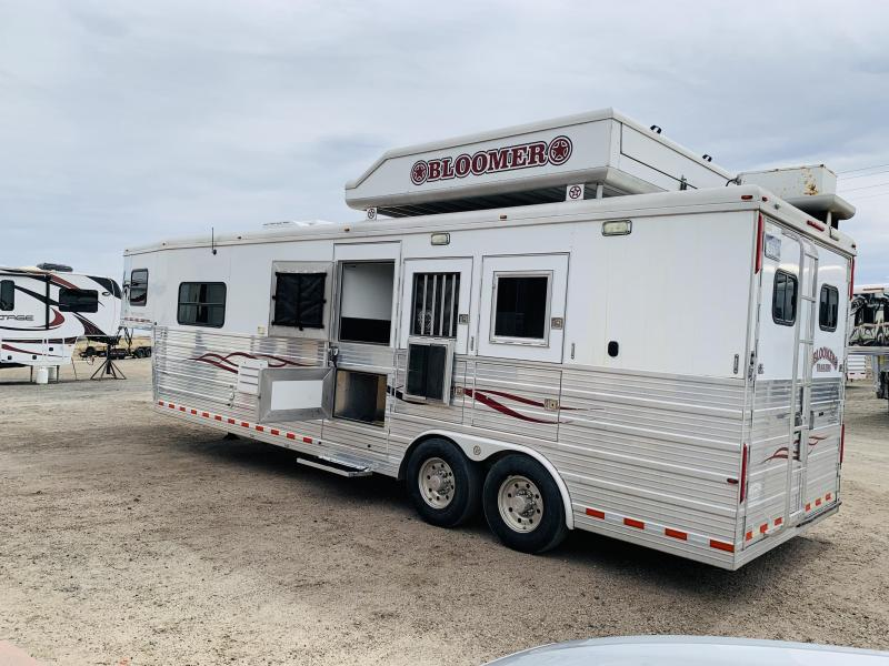 2008 Bloomer Trailer Manufacturing 3H LQ Horse Trailer