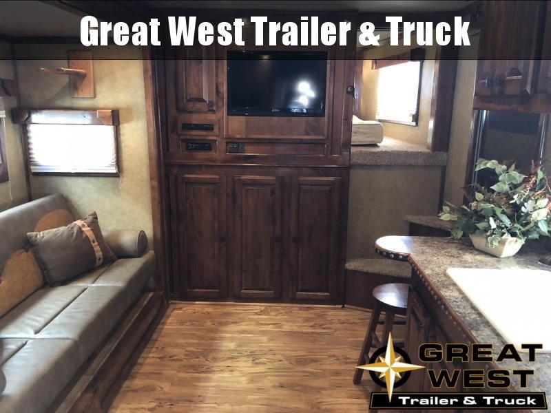2011 Twister 4H LQ Horse Trailer