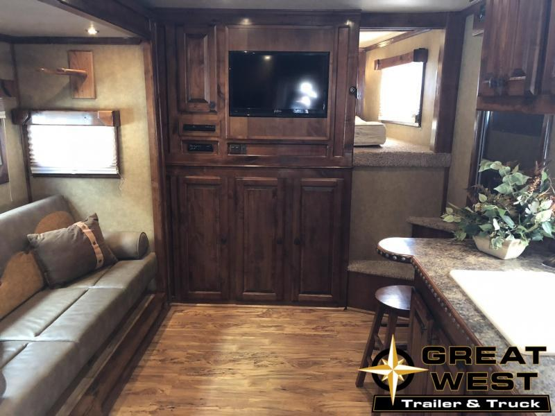 2011 Twister 4H LQ Horse Trailer in Ashburn, VA