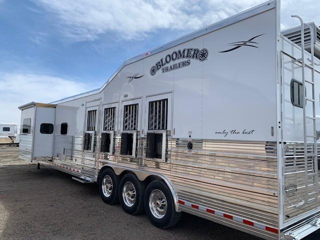 2019 Bloomer 4 Horse Rear side load Living quarters Horse Trailer