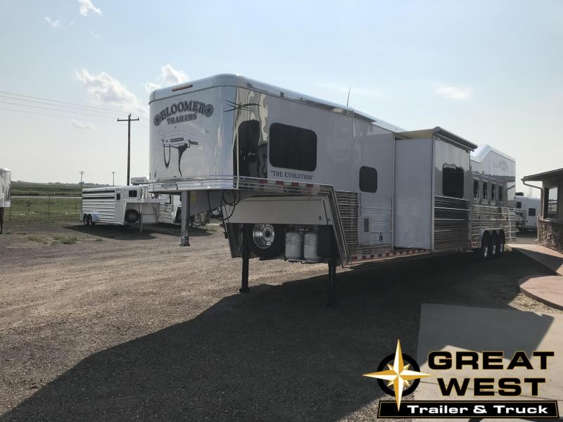 2018 Bloomer Trailer Manufacturing 5H GN W/ LQ Horse Trailer