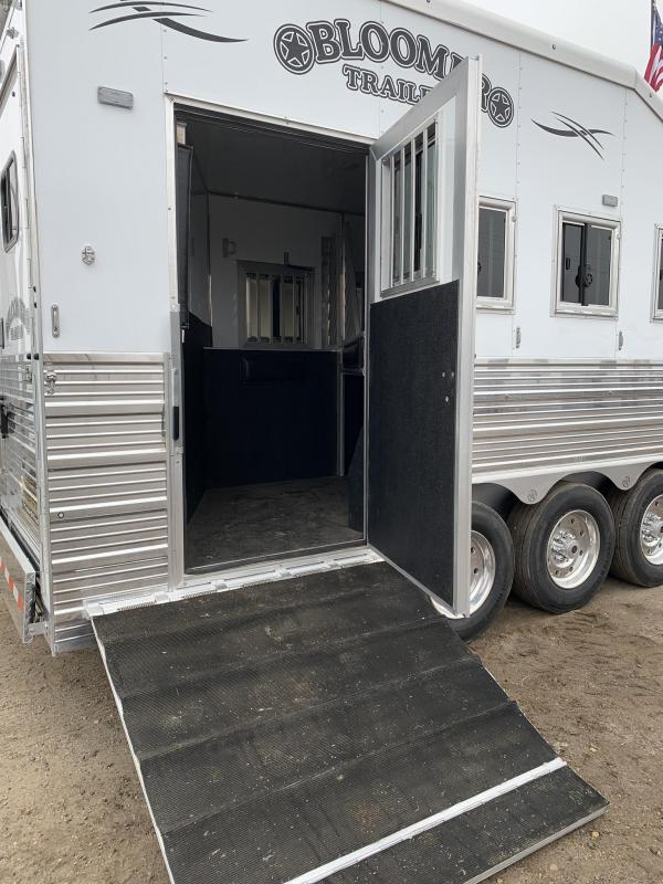 "2019 Bloomer Trailer Manufacturing 4 Horse 17.9"" Living Quarters PC Load Horse Trailer"
