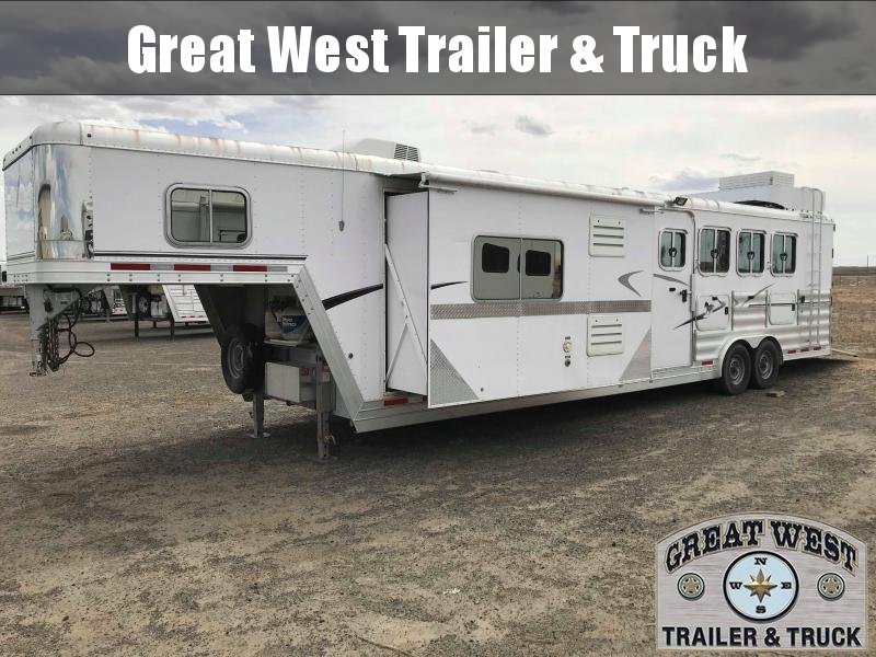 2011 Featherlite 8581 LQ Horse Trailer