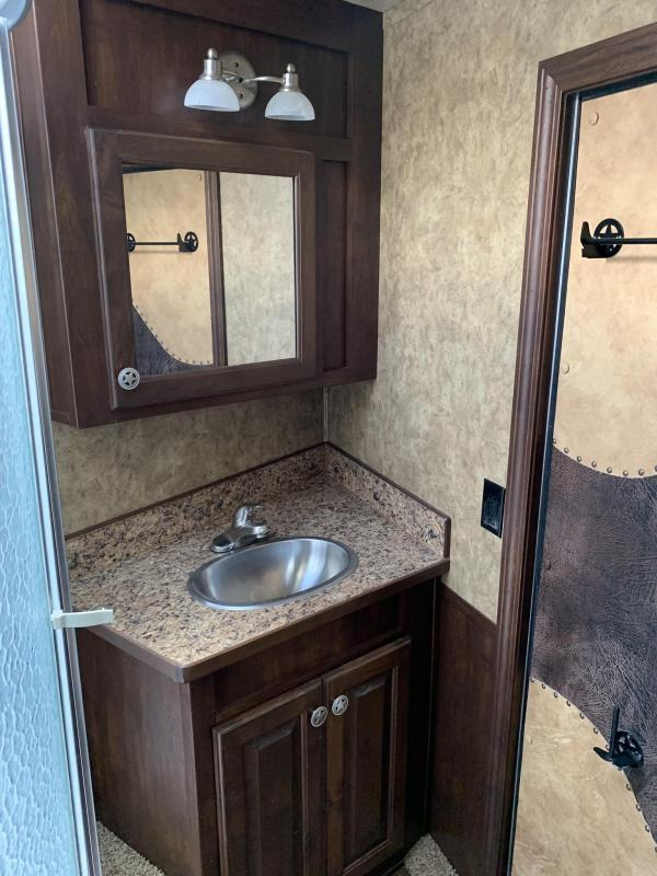 2014 Exiss 8310 3 Horse with 10 Living Quarters Horse Trailer