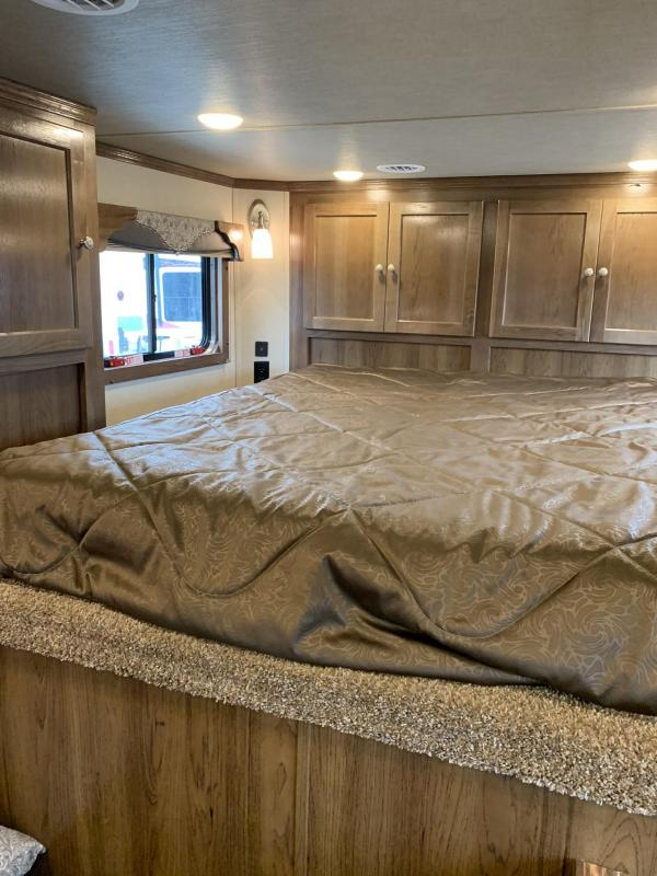 2019 SMC 3 Horse with 10' Living Quaters Horse Trailer