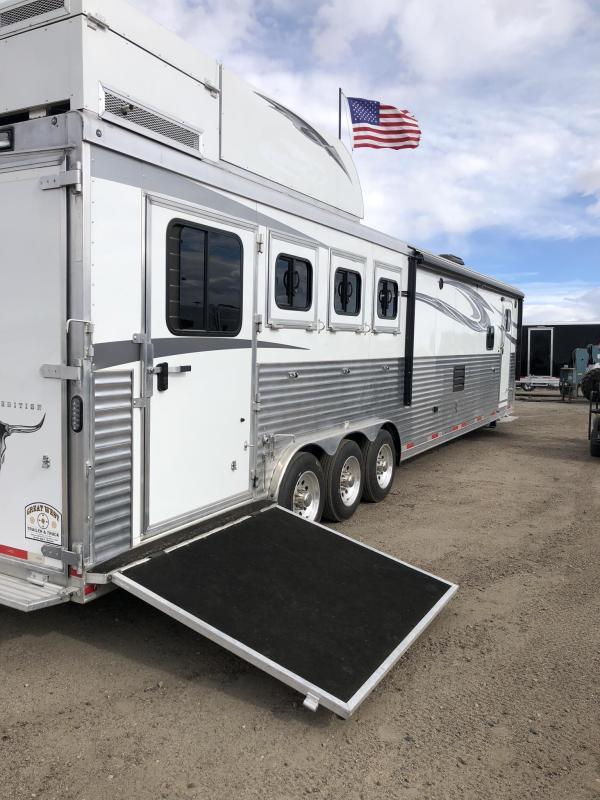 2017 Lakota Big Horn 4H 17ft LQ Slide Out PC load Horse Trailer
