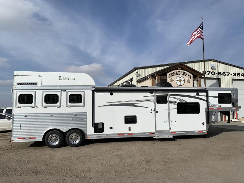 2017 Lakota Charger 3 Horse 15' Short Wall Horse Trailer
