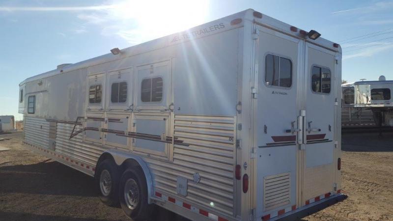 2004 Elite Trailers 17ft SW 3H  Horse Trailer