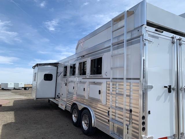 2019 SMC  13.5 Short Wall 4H Living Quarters Horse Trailer