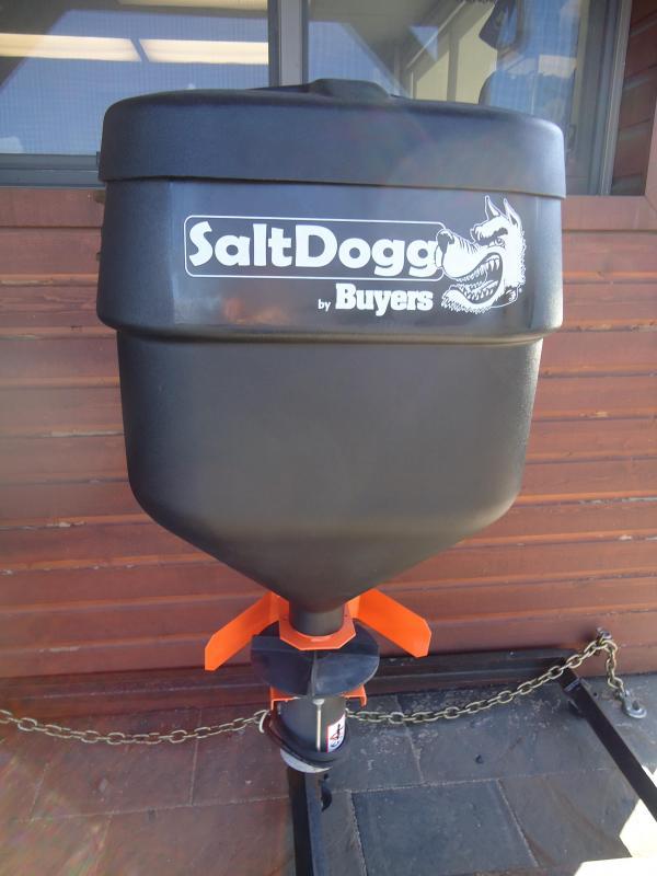 2017 SALTDOGG TGSUVPROA 4.4 CUBIC FOOT TAILGATE SPREADER Salt Spreader