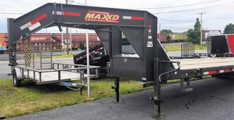"2019 MAXXD LDX 32' X 102"" GN Flatbed Trailer"