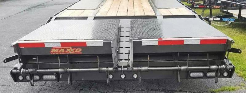 """2019 MAXXD LDX 32' X 102"""" GN Flatbed Trailer"""